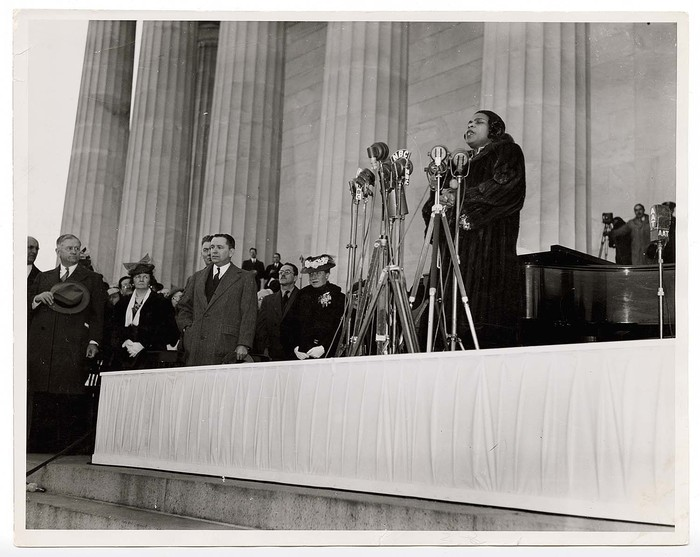 [Marian Anderson's Easter concert on the steps of the Lincoln Memorial, watched by Secretary of the Interior Harold Ickes and others, Washington, DC]
