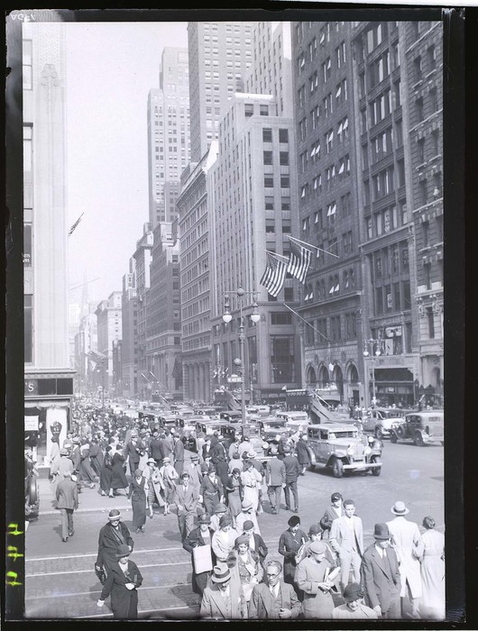 [42nd Street and 5th Avenue, New York]