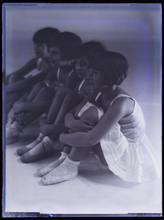 [Four young ballerinas, Berlin]