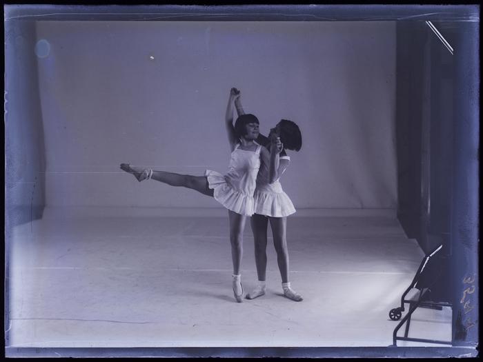 [Two young ballerinas, Berlin]