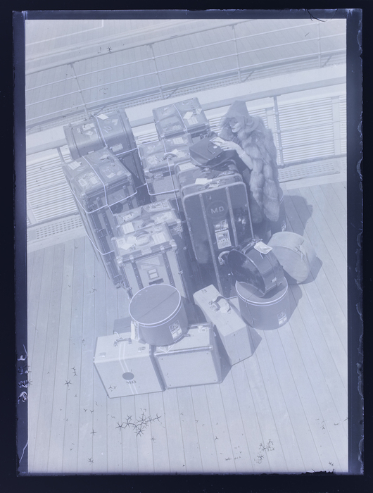 [Marlene Dietrich with luggage on the Normandie]