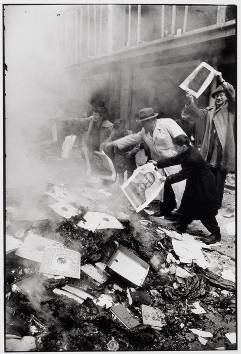 Looting a bookstore to burn Communist propaganda