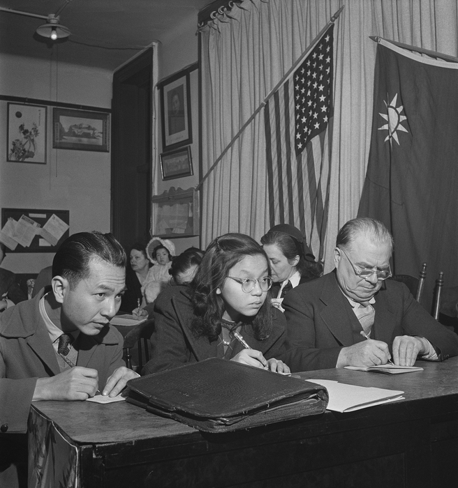 [Students taking notes in a Chinese language class, Offices of the American Women's Volunteer Service-Chinese Women's New Life Movement, Chinatown, New York]