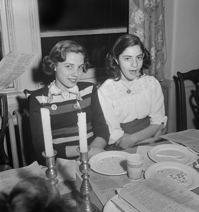 [Teenagers singing Passover songs at a community seder, Educational Alliance, Lower East Side, New York]