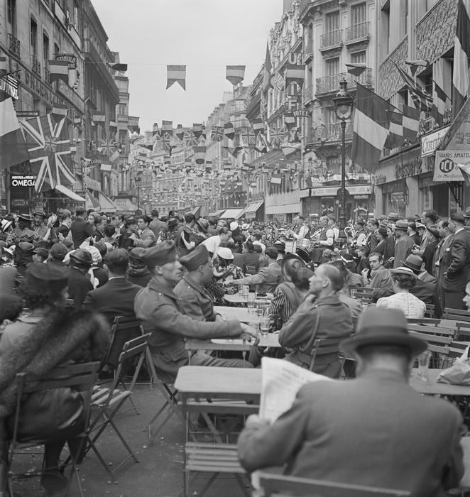 [Bastille Day celebrations, rue du Faubourg-Montmartre, Paris]