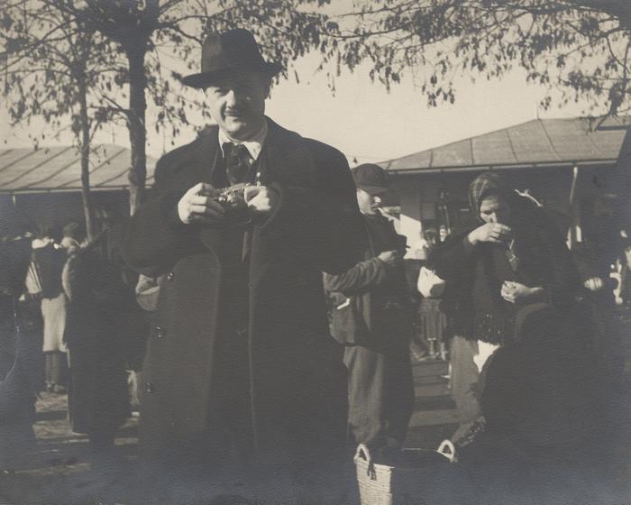 [Roman Vishniac holding his Leica camera, Mukacevo]