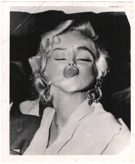 [Marilyn Monroe distortion]
