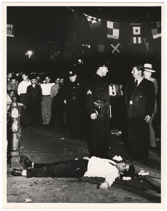 [Police and onlookers with body of Joesph (Little Joe) La Cava, killed during the Feast of San Gennaro, 119 Mulberry Street, New York]