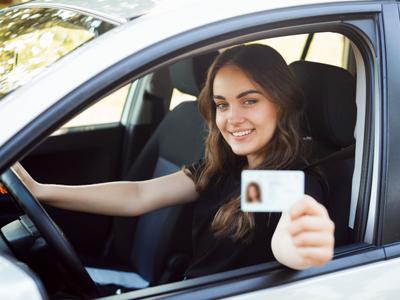 """¿Quiere sacar la licencia de conducción? Desde 2021 habrá un """"Icfes"""" para hacerlo"""
