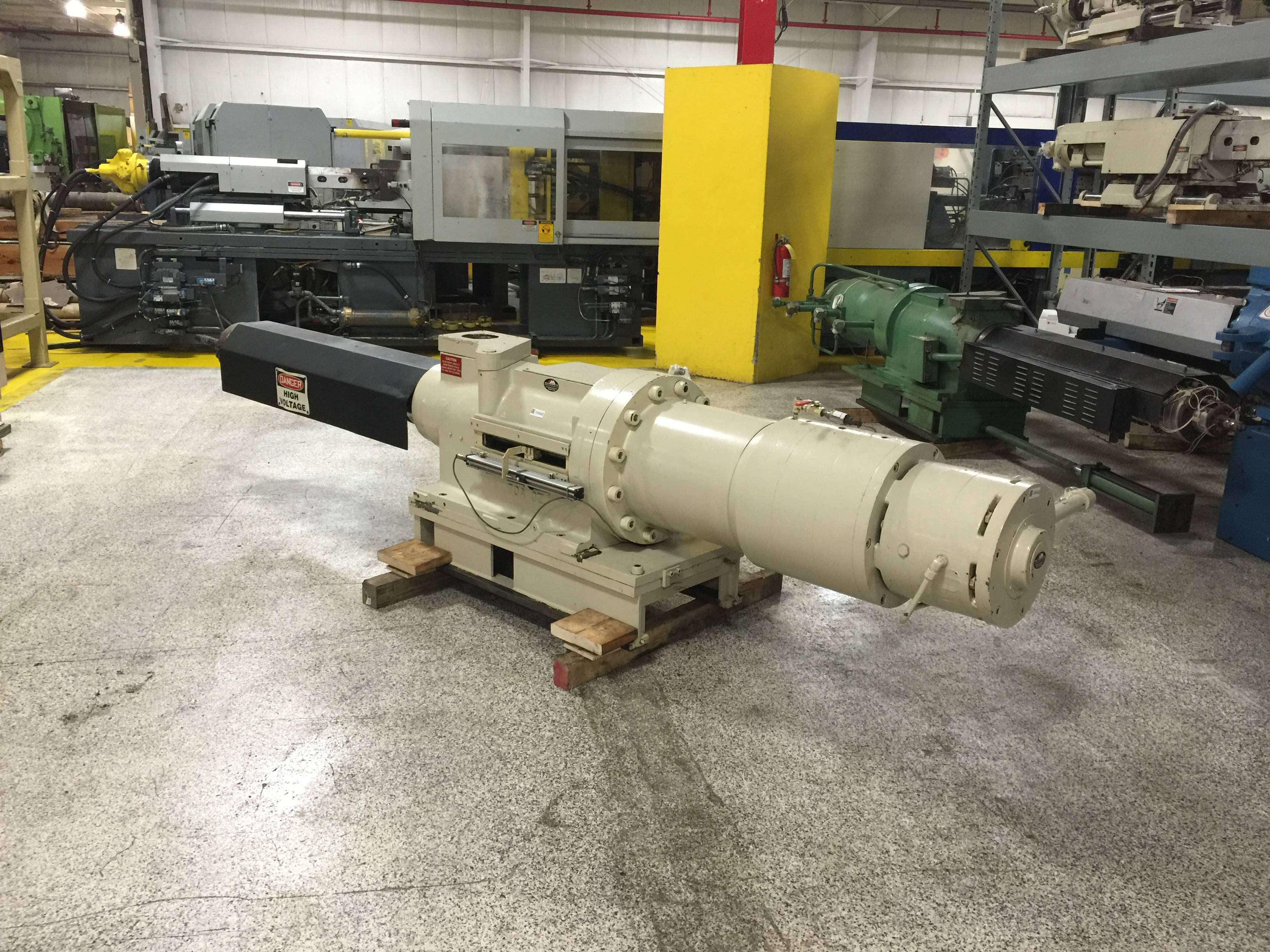 Cincinnati Milacron Injection Unit660