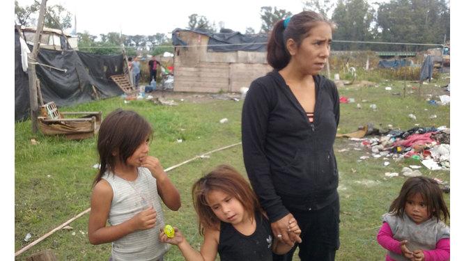 Micaela del barrio 22 de abril tirando goma - 2 part 9