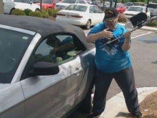 photo vet smashing car window
