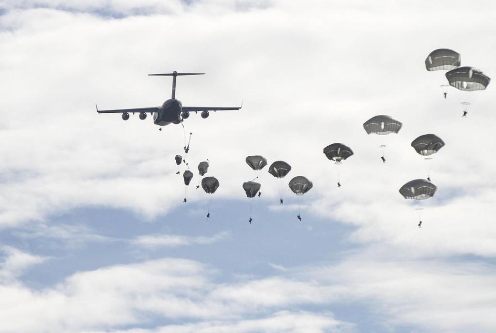 paratroopers globemaster