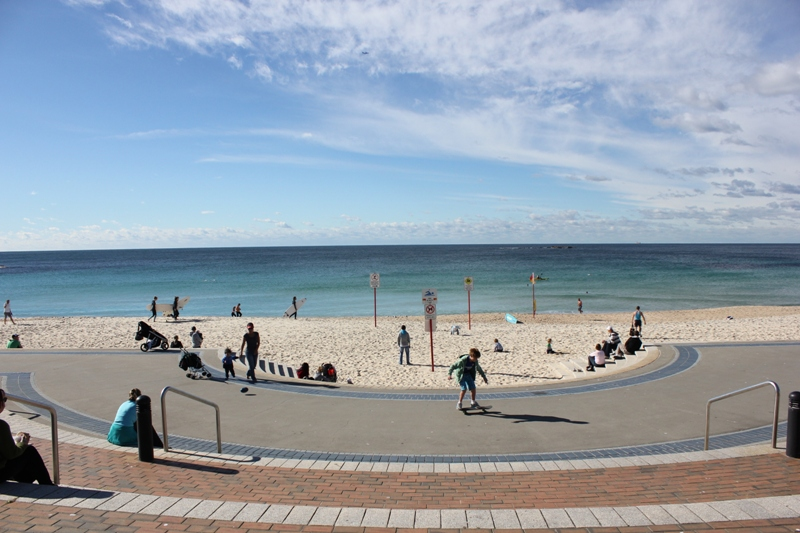 """Coogee Beach"" by Deborah and Kevin via Flickr Creative Commons"