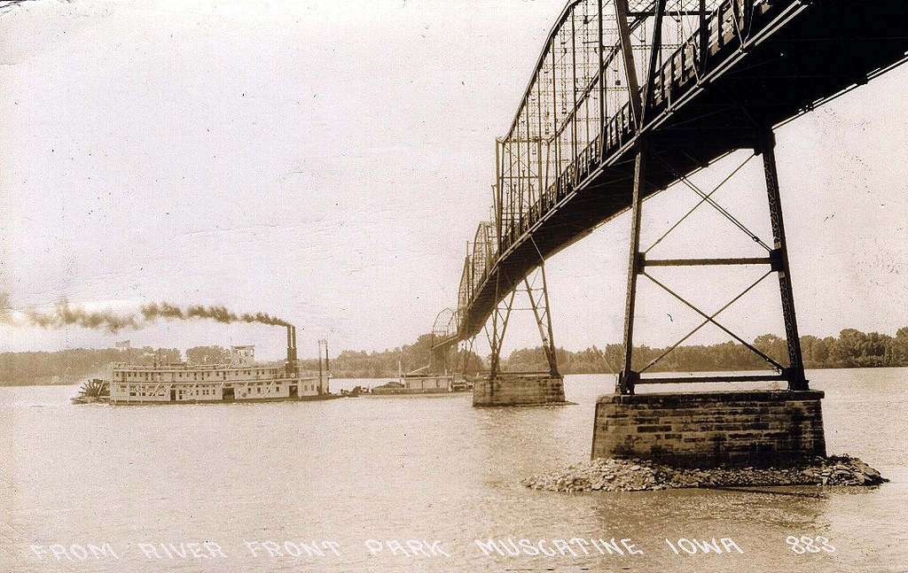 """Muscatine High Bridge, Iowa, Illinois, Steamer, Steamboat, Wake Robin"" by Photolibrarian via Flickr Creative Commons"