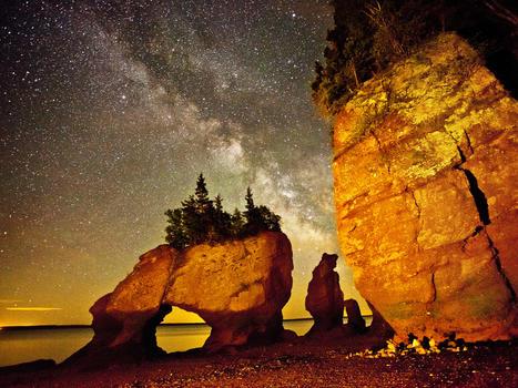 Rochers hopewell rocks at night