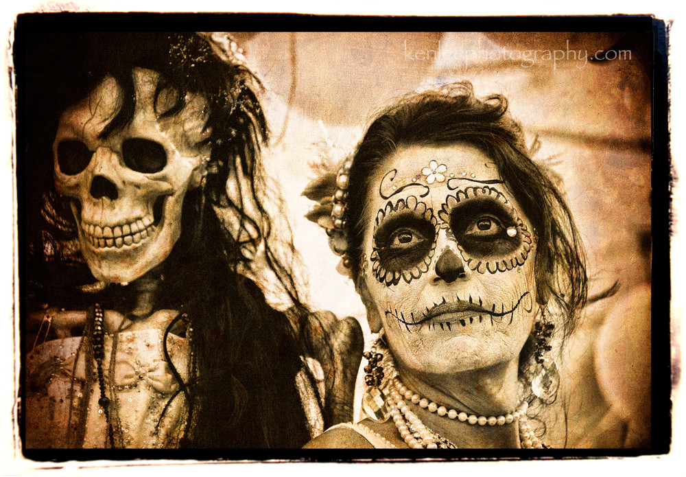 """Dia de los Muertos 2014"" by Ken Lee via Flickr Creative Commons"