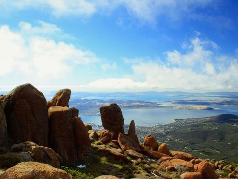 Tasmanian wilderness   island home
