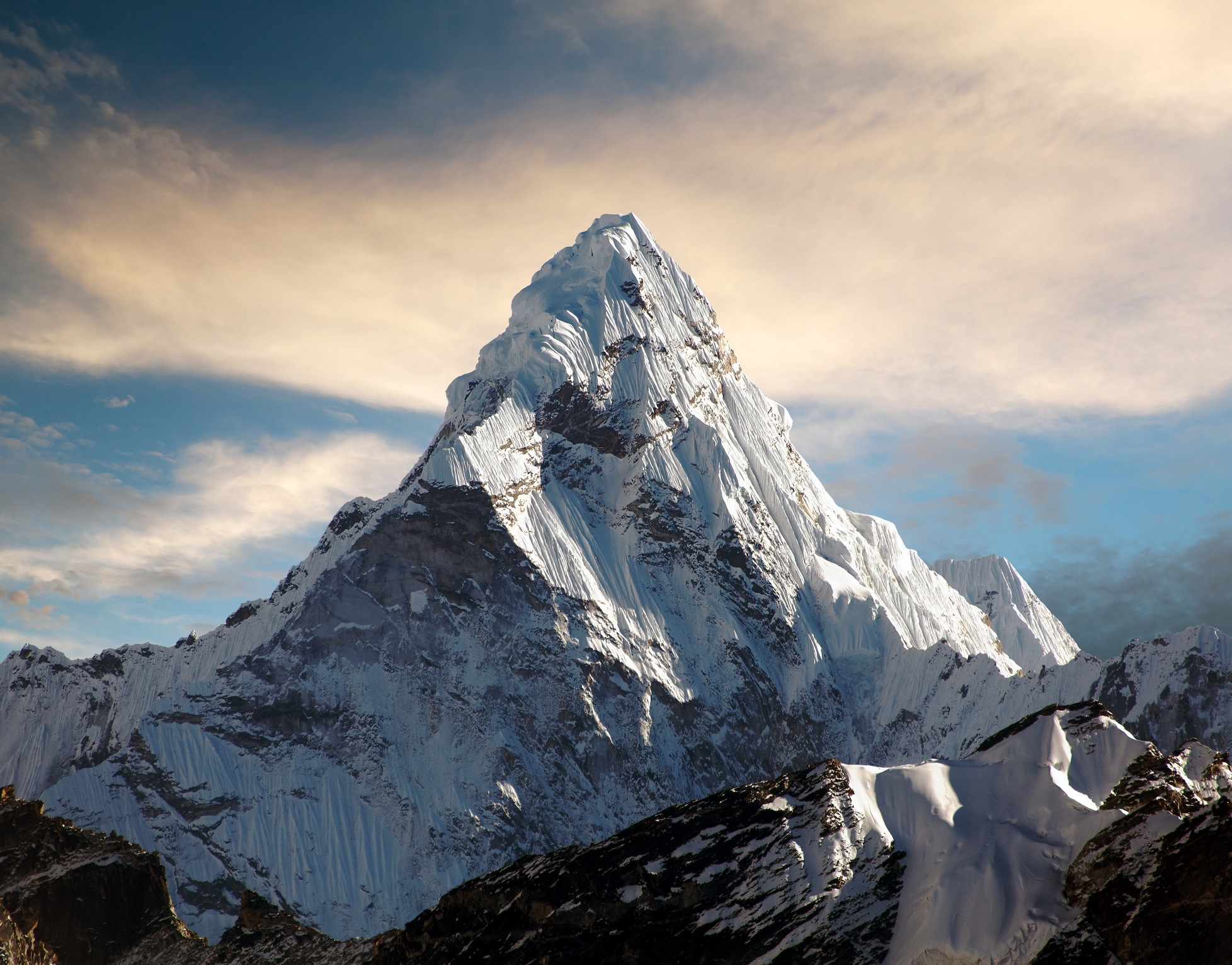 mt everest A mountain in the central himalayas on the border of tibet and nepal the highest  mountain peak in the world (29028 feet high.