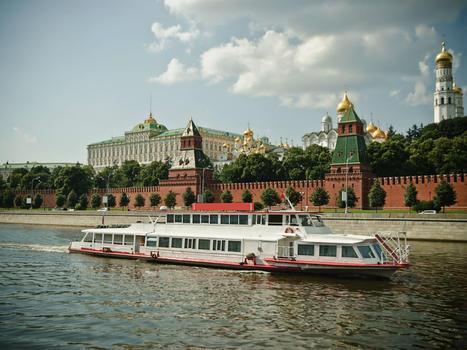River cruises  kremlin embankment  boats res