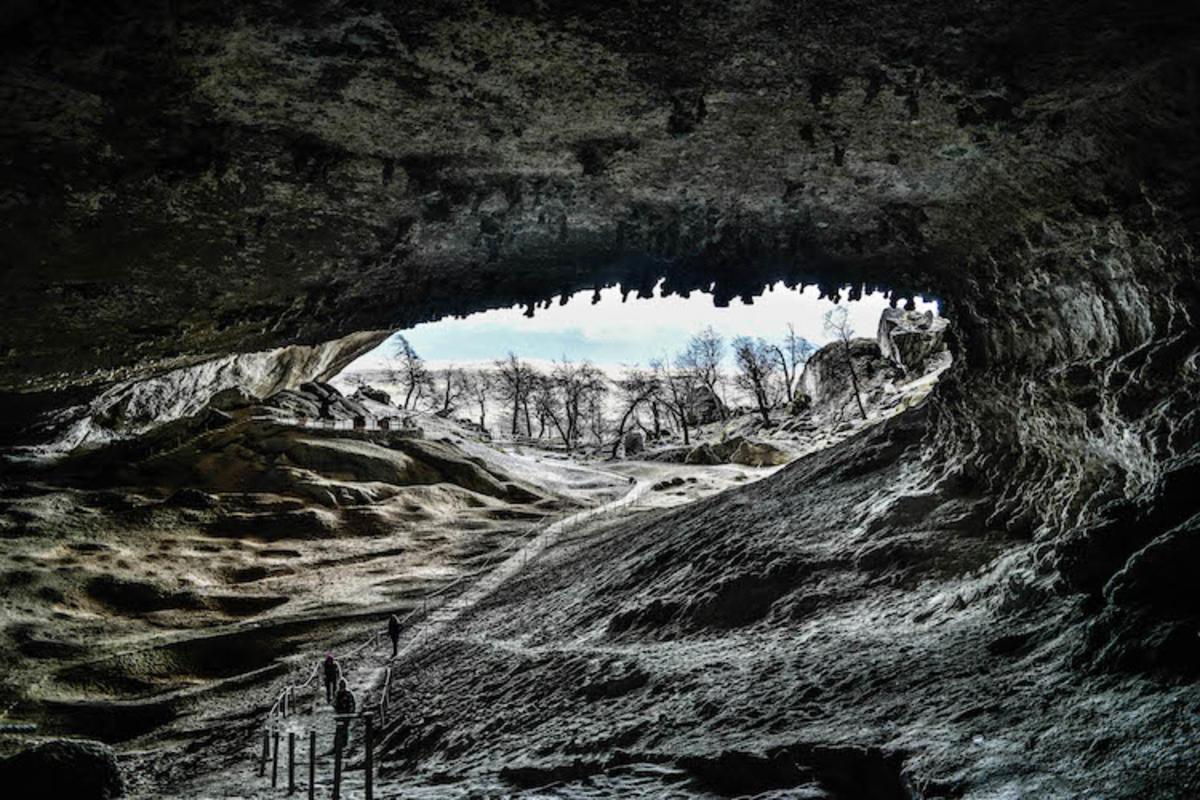 """""""Cueva del Milodón - Provincia de Última Esperanza"""" by Manuel Bahamondez H via Flickr Creative Commons"""
