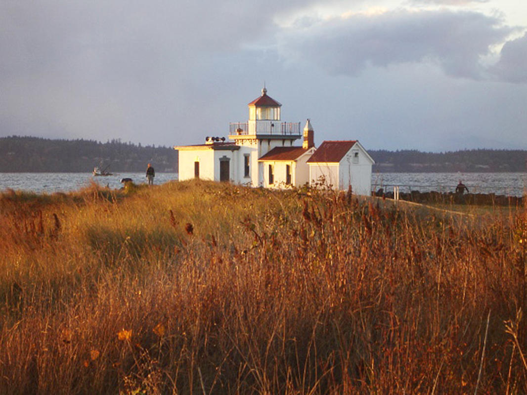 """West Point Light, Discovery Park"" by David Unger via Wikipedia"