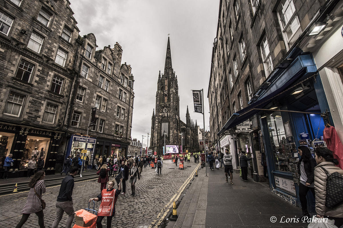 Edinburgh - Dùn Èideann by Loris Paleari via Flickr Creative Commons