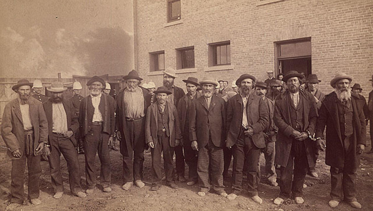 Group photograph of Métis and Native prisoners from the North-West Resistance / Photographie d'un groupe de prisonniers métis et autochtones de la Résistance du Nord-Ouest by Library and Archives Canada / Bibliothèque et Archives Canada via Flickr Creative Commons