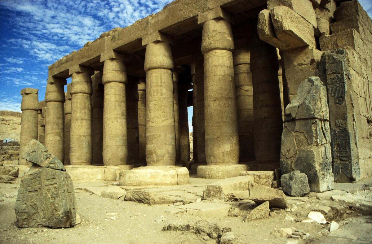 """Ägypten 1999 (433) Theben West: Ramsesseum"" by  Rüdiger Stehn via Flickr Creative Commons"