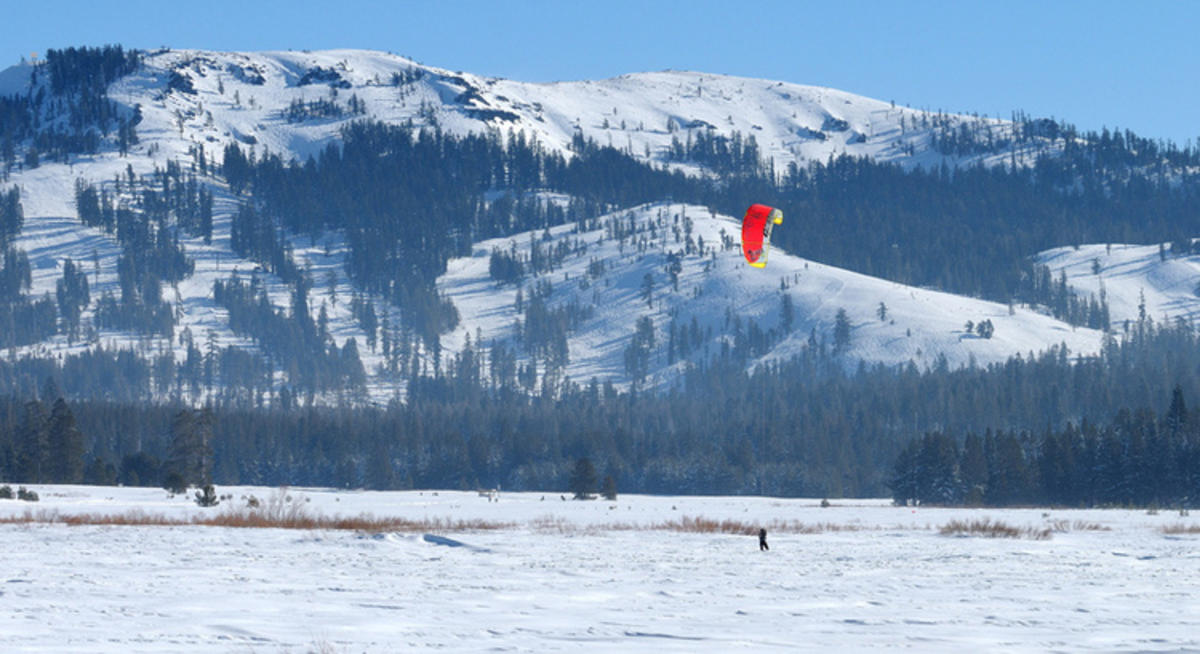 """Kite skiing in Van Norden Meadow-57 1-1-13"" by George Lamson via Flickr Creative Commons"