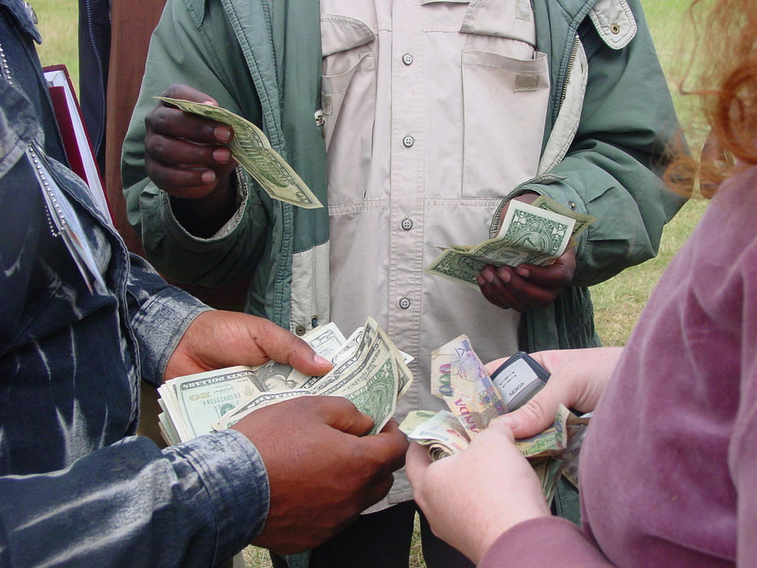 Money Changing at the Border by Laura via Flickr Creative Commons