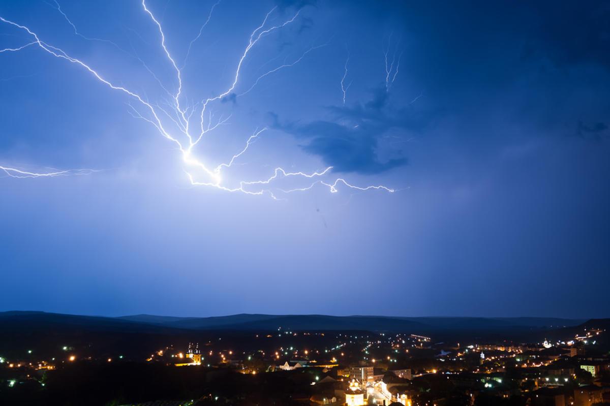 Thunder over Blaj, Romania by Sergiu Bacioiu via Flickr Creative Commons