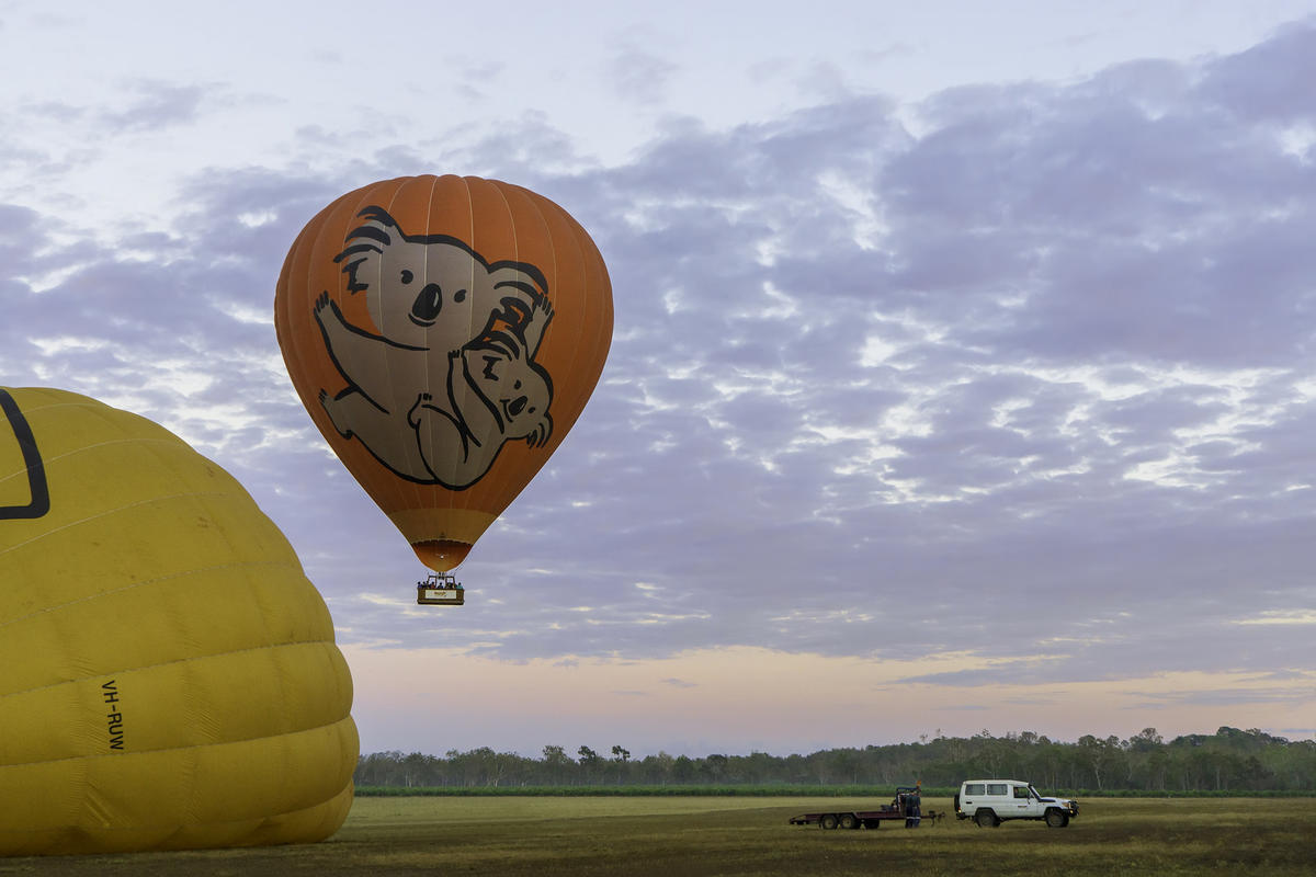 Cairns Hot Air Ballooning by Lenny K Photography via Flickr Creative Commons