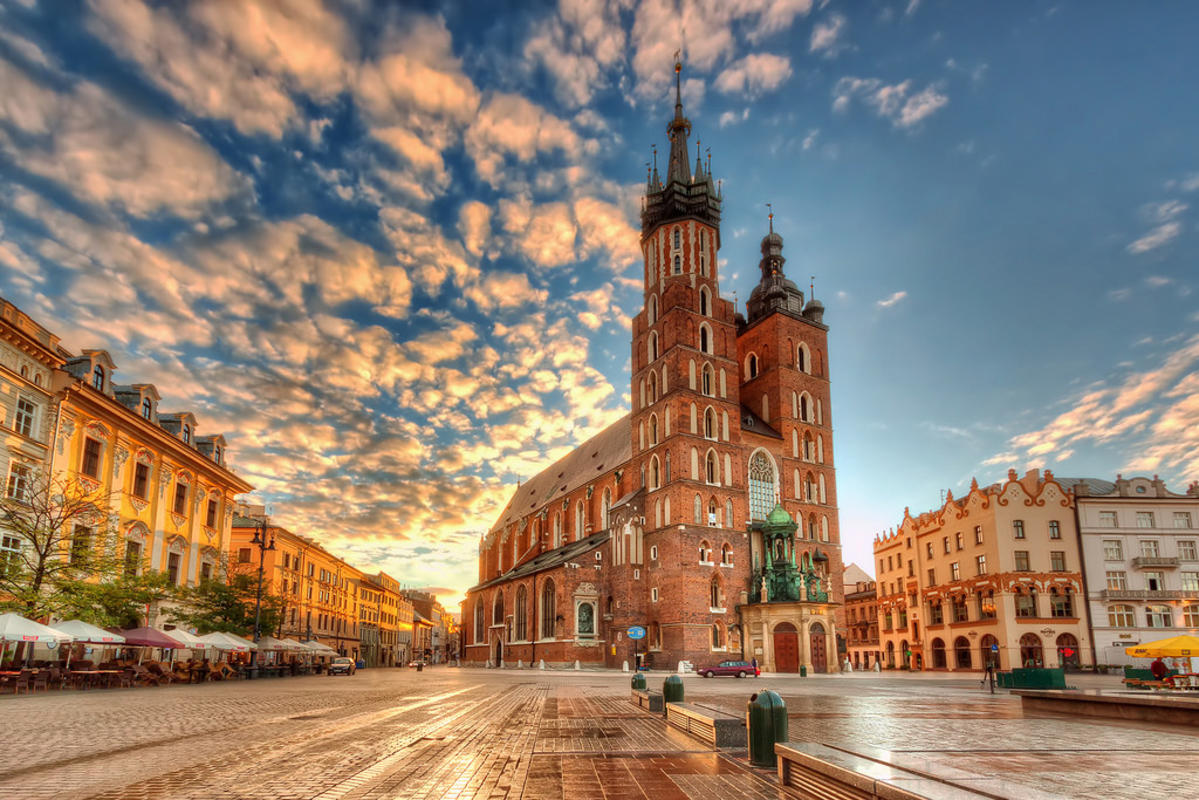 St. Mary's Basilica | Kraków, Poland by Nico Trinkhaus via Flickr Creative Commons