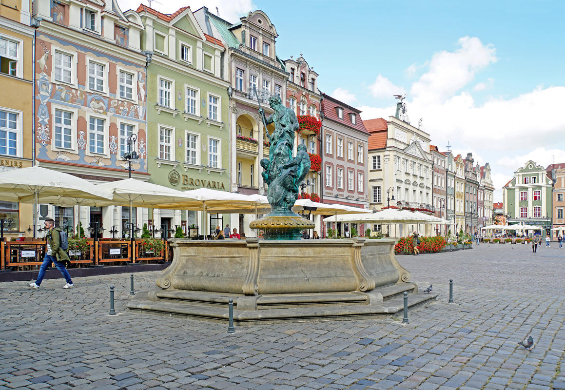 Poland-00573 - Neptune Fountain by Dennis Jarvis via Flickr Creative Cmmons