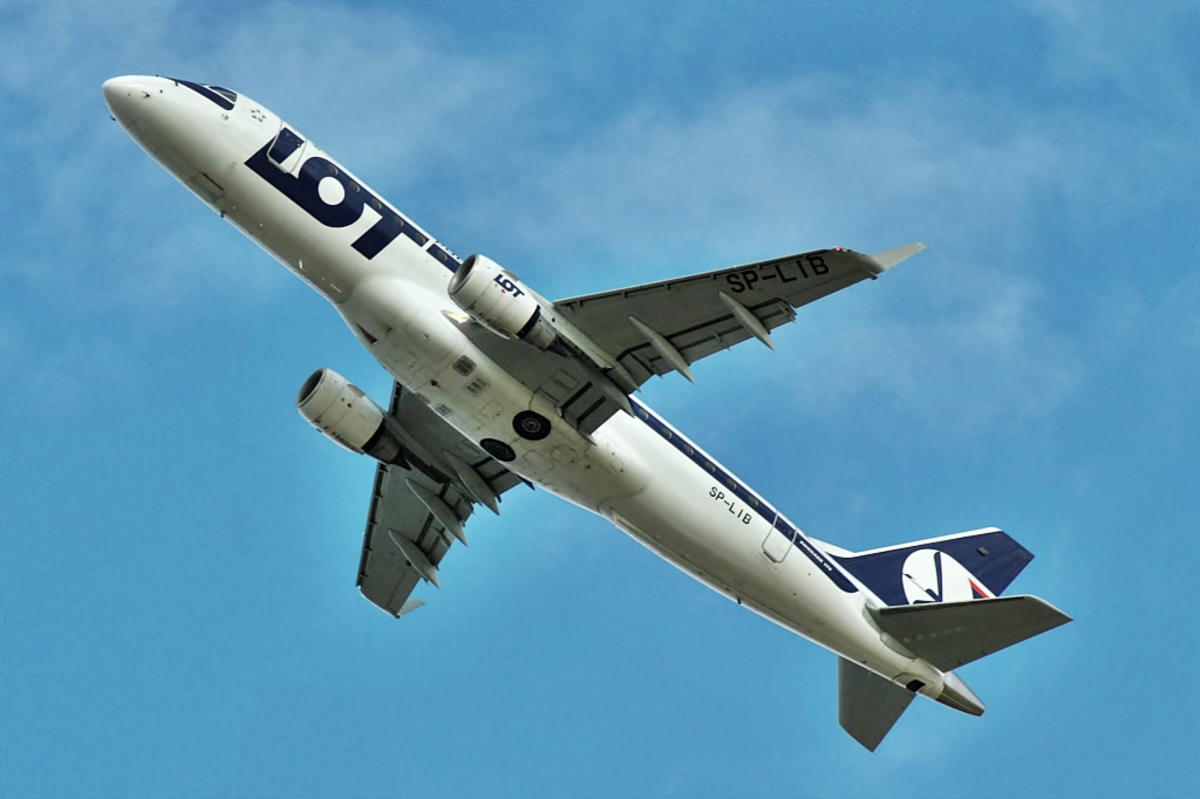 Embraer ERJ-170-200LR 175LR, LOT - Polish Airlines / Polskie Linie Lotnicze, Warsaw - Okecie / Frederic Chopin (WAW / EPWA) by Chris via Flickr Creative Commons