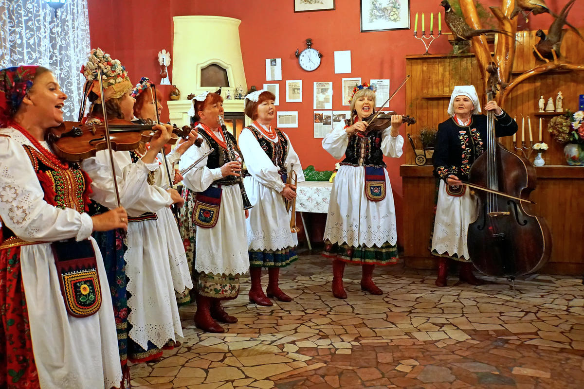 Poland-01862 - Polka Party by Dennis Jarvis via Flickr Creative Commons