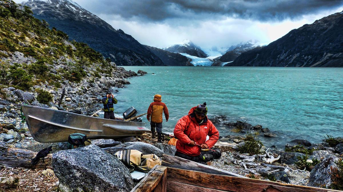 Preparando el bote Photo by Mariano Mantel via Flickr Creative Commons