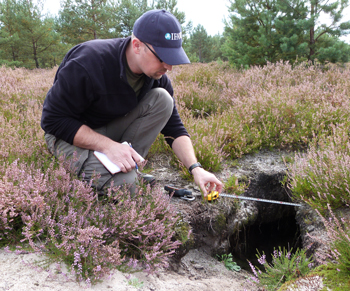 We carefully measure a wolf cave which was used as nursery last spring. This way we can check next year whether this cave has been reused by wolves. © Robert Kless