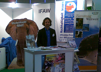 """Der IFAW wirbt für sein Bildungsprogramm """"Animal Action"""" und bietet kostenloses Unterrichtsmaterial auf der didacta an."""
