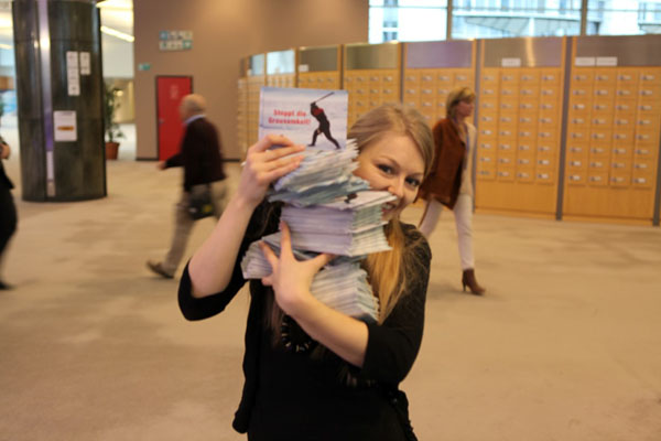 Rosalind Leeming of the IFAW UK office helps distribute just a few of the thousands of supporter postcards to MEPs at the European Parliament in Brussels.