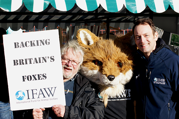 Left to right – Wildlife enthusiast, broadcaster and friend of IFAW Bill Oddie with IFAW's Freddie the Fox mascot and IFAW UK Director Philip Mansbridge.