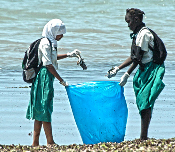 Putting caring into action: youth join IFAW to clean up a beach in East Africa