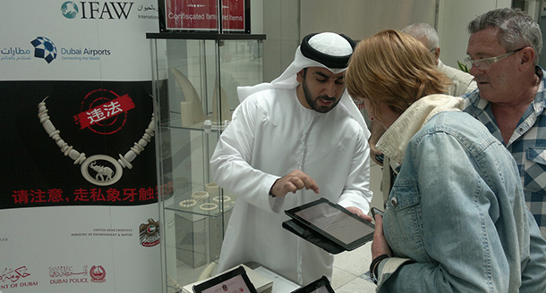Khalid Mohamed Alshenasi, Environmental Educator, UAE Ministry of Environment and Water, introduces two passengers to the IFAW survey.