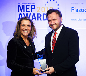 IFAW Campaigner Barbara Slee presents the first ever MEP Award for Animal Welfare to Danish MEP Dan Jorgenson.