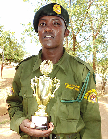 Nangida Seremon with his Best-in-Leadership Award.
