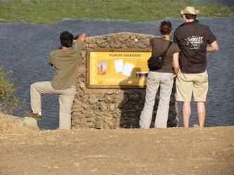 Eine Infotafel auf dem Noomotio-Aussichtshügel in Amboseli.
