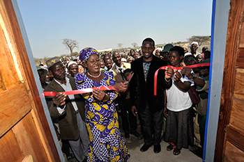 Minister of Tourism, Wildlife and Culure, Rachel Mazombwe-Zulu, inaugurating the Chickolongo Fish Farm next to Liwonde National Park in Chikolongo. c. IFAW/Riccardo Gangale