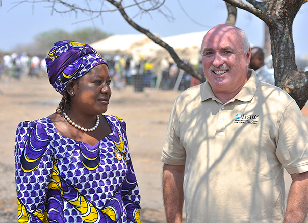 Azzedine Downes, IFAW President and CEO, and Minister of Tourism, Wildlife and Culture, Rachel Mazombwe-Zulu, inaugurating a Fish Farm next to Liwonde National Park in Chikolongo.  © IFAW/R.Gangale