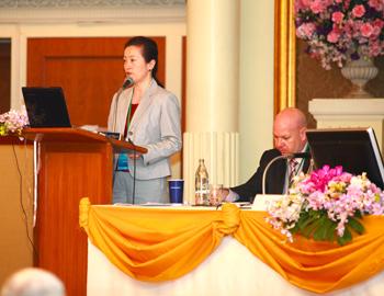 Grace Gabriel van het IFAW spreekt op een Interpolconferentie in Bangkok, Thailand.